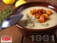 Рецепта Крем супа от картофи, праз лук, течна сметана и мащерка